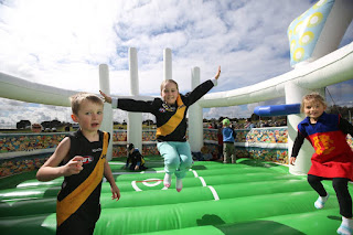 AFL 2017 - Giant Inflatables Season In Review 1