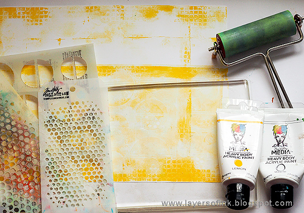 Layers of ink - Gel Printed Circle Background by Anna-Karin Evaldsson