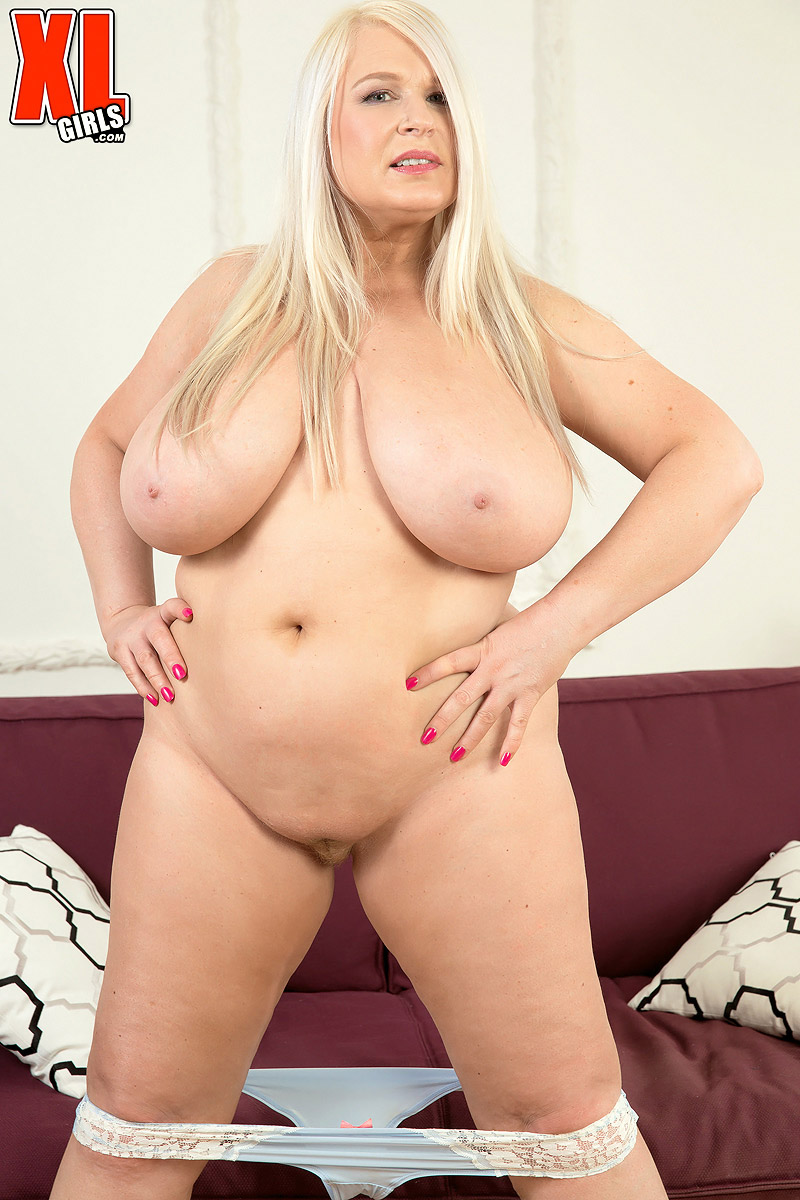 Chubby blonde oil show