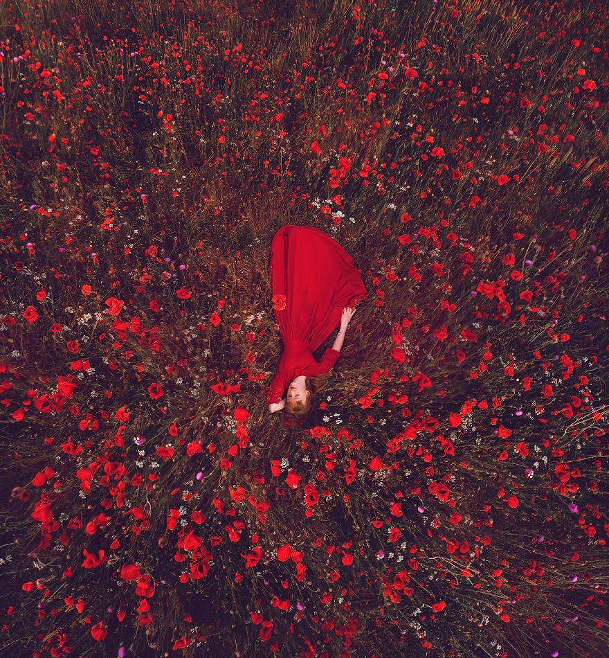 15 Pictures Of Girls In Dresses That Beautifully Match Their Backgrounds - Poppies Field, Crimea
