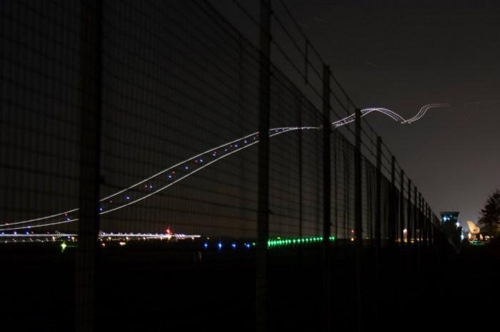 Avião levantando voo (tirada com grande exposição)