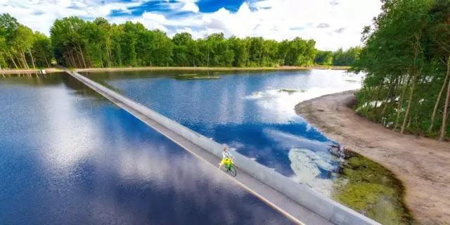 Cycling trough water belgium