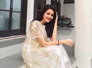 Nabila Zavira Senyum
