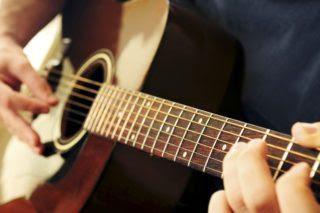 Cách chọn mua đàn Guitar cho người mới học