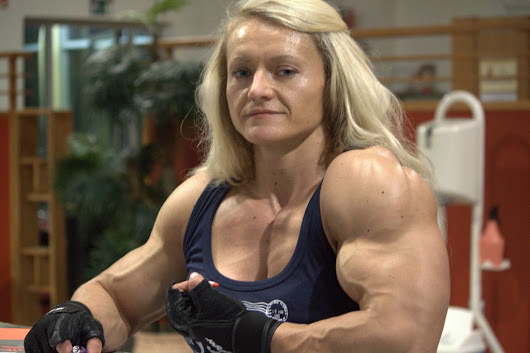 Female bodybuilding with a formidable physical :