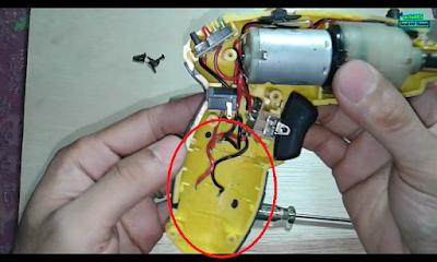 ganti batere obeng elektrik