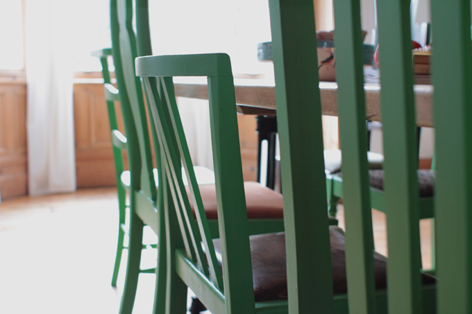 how to paint dining room chairs with chalk paint http://www.archieandtherug.com/2018/01/how-to-paint-dining-chairs.html