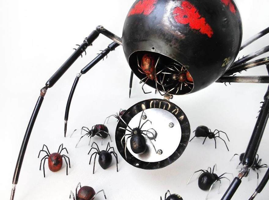 05-Baby-Spiders-Igor-Verniy-Recycled-and-Upcycled-Animal-Steampunk-Sculptures-www-designstack-co