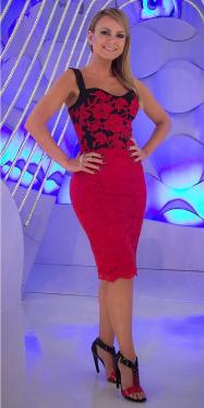 33efec5e2 ELIANA BRILHA COM LOOKS CHEIOS DE ESTILO NA TV. CONFIRA GRIFES E PEÇAS!