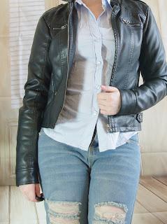 [Fasion] Ripped Boyfried Jeans mit klassischer Bluse