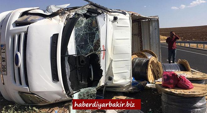 Çınar Göksu Barajı yakınlarında kontrolden çıkan kamyonet takla attı: 1 yaralı