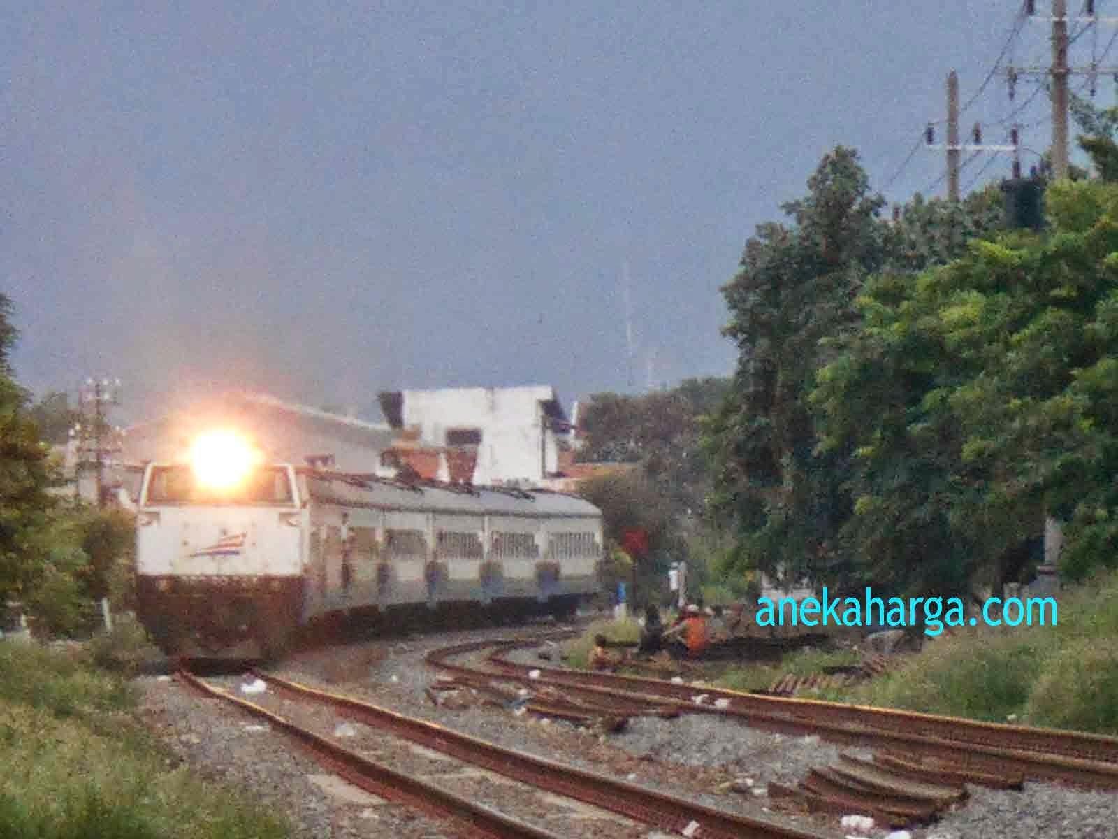 Kereta Api Senja Utama Yogyakarta