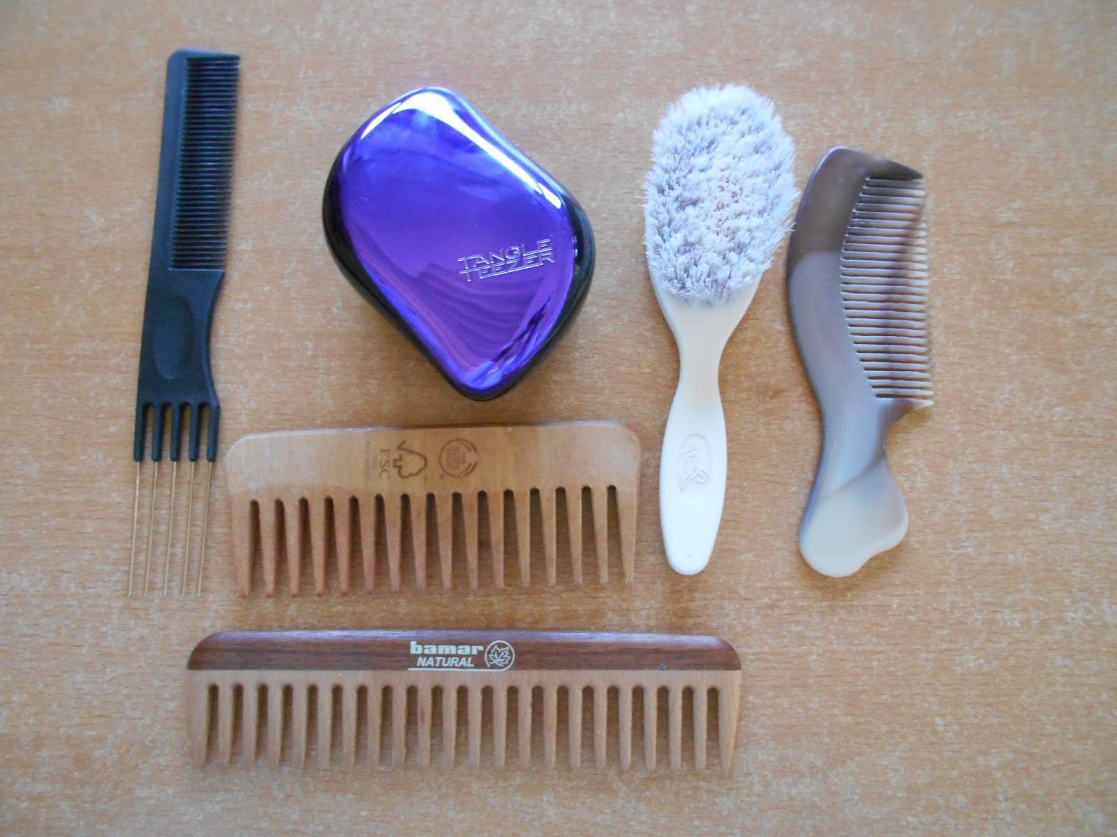 Bunte Haare » Haircare Brushes Combs And Finger Detangling
