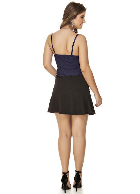 A peça possui forro em cetim, alças ajustáveis, bojo e tecido com elástico nas costas. Modelagem justinha valorizando as curvas