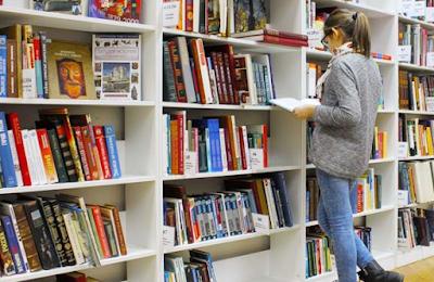 Hobi Baca dan Ingin Sekalian Belanja Lakukan di Mal Ini