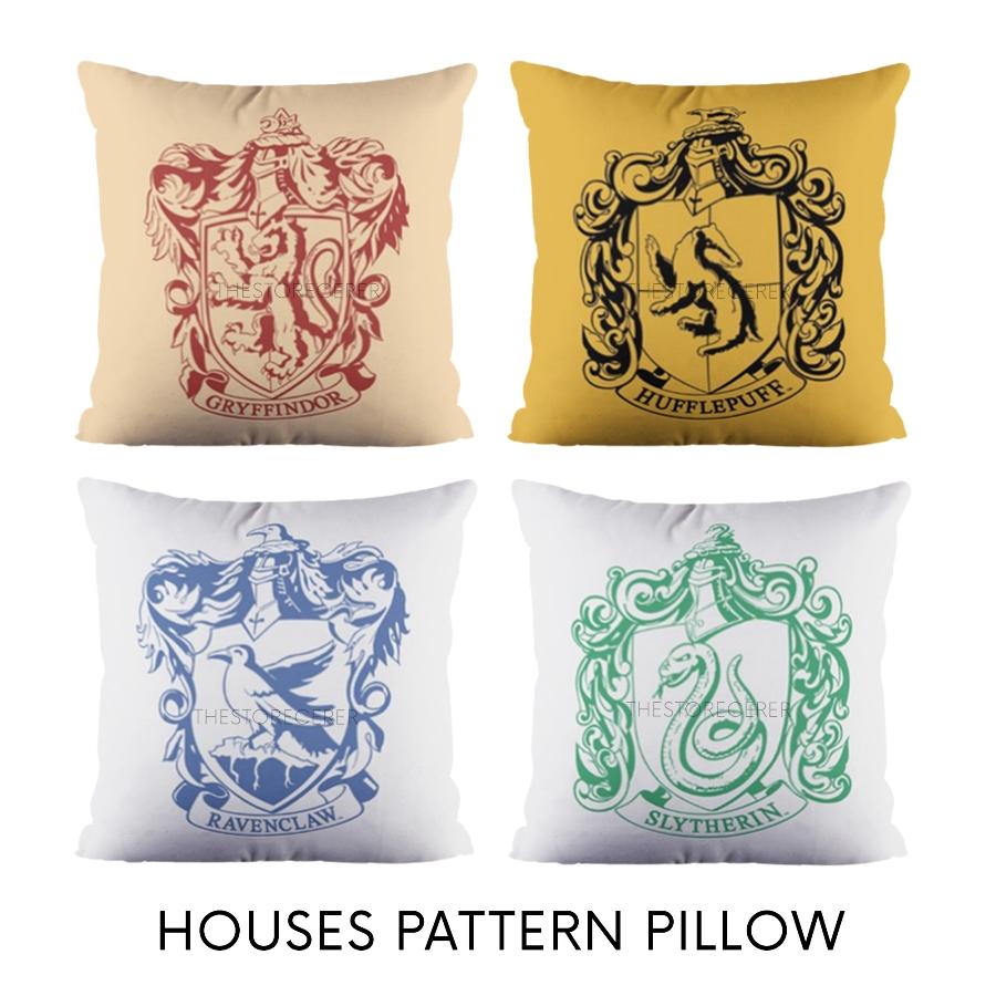 bantal kotak motif crest asrama hogwarts
