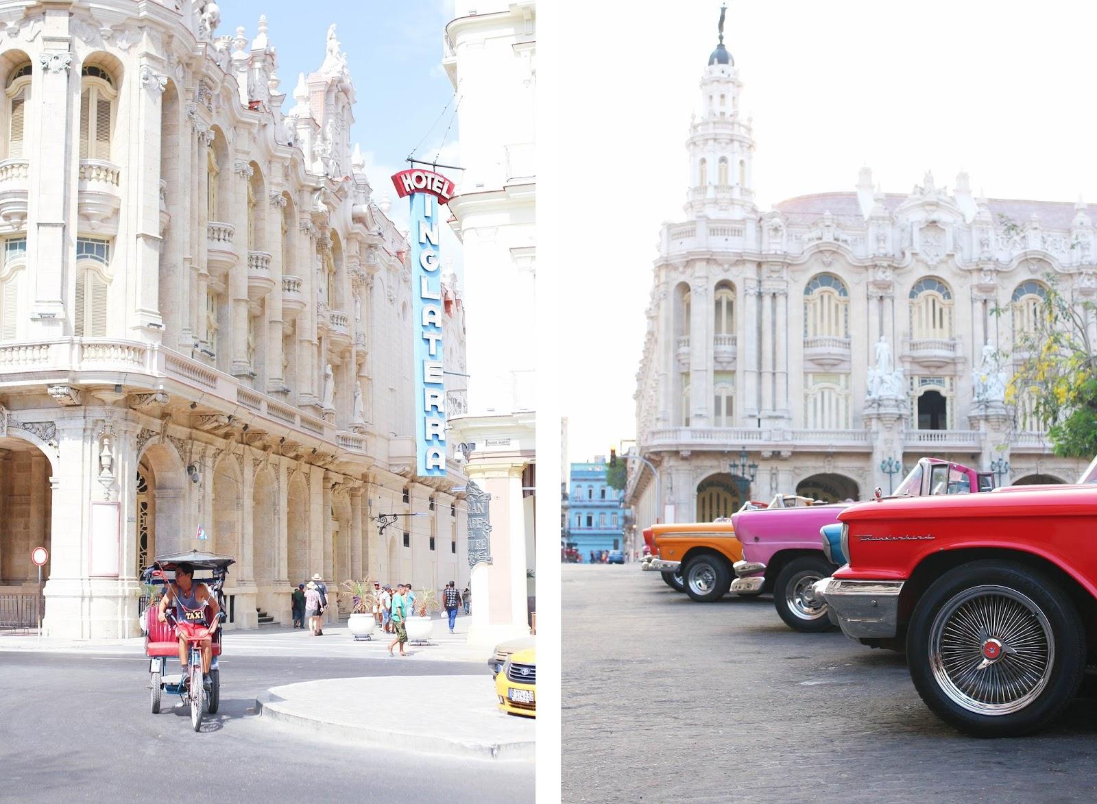 Tuk-tuk devant l'hôtel Inglaterra et voitures américaines sur Parque Central - La Havane
