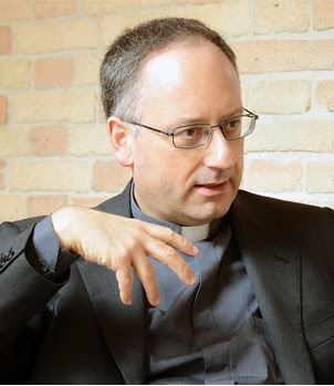 Spadaro and 4 fingers