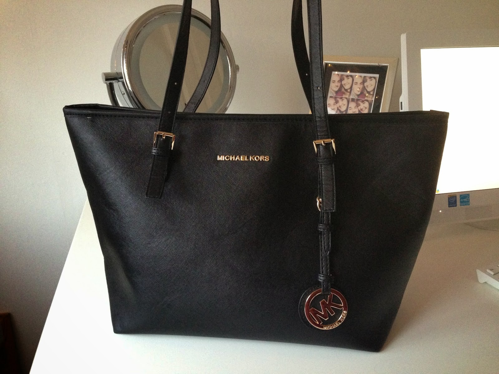 fdf20423951236 Michael Kors Bag | $22.98. I LOVE this bag! When I ordered this bag I  didn't expect much and I actually regretted it as soon as the order went  through but ...