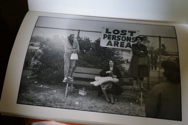 un bouquin sur le photographe Elliott Erwitt   Elliott Erwitt book 1950s 1960s 1970s 1980s vintage photography picture