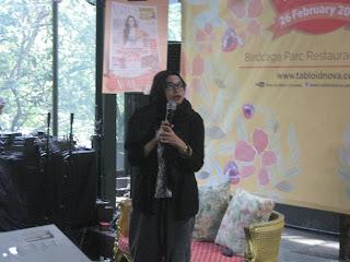 Annisa Steviani memerikan materi dan tips Blogging