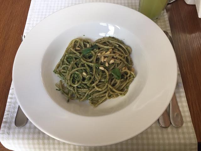 Spaghetele cu peste si muguri de pin