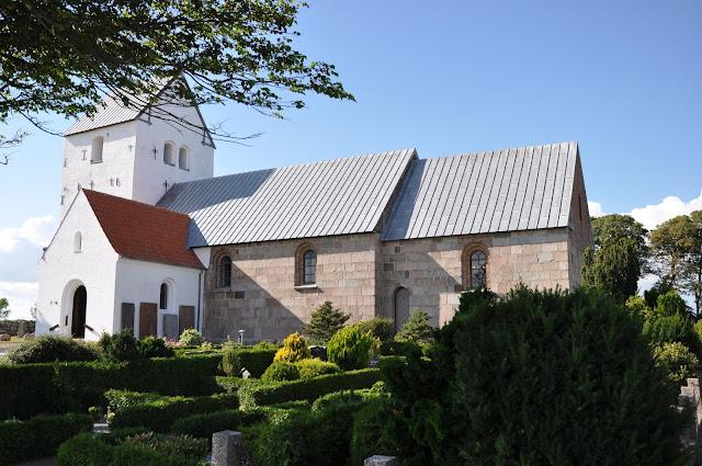 Romański kościoł przy ringforcie w Aggersborgu