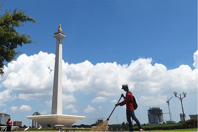 Kawasan Monas Yang Bersih, Indah Dan Nyaman Setelah PKL Tertata Rapi