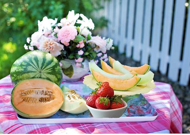 salade de fruits vegan, sans gluten, fraises, melon, vin rosé, eau de rose