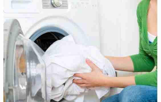التخلص من بقع الملابس