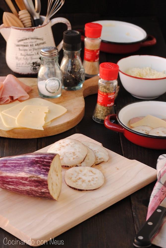 Berenjenas con jamón y queso emmental en cazuelitas