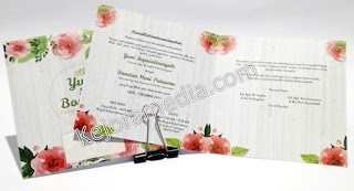 undangan nikah motif bunga mawar pink
