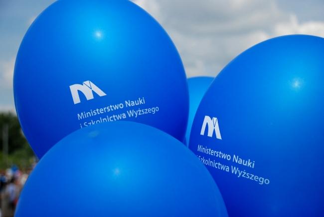 Balon z logo Ministerstwa Nauki i Szkolnictwa Wyższego - fot. www.granty-na-badania.com