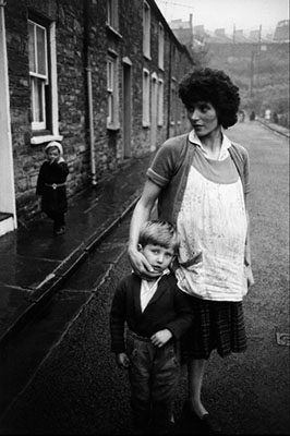 http://blueblackdream.tumblr.com/post/157780766706/bruce-davidson-wales-1965-welsh-miners