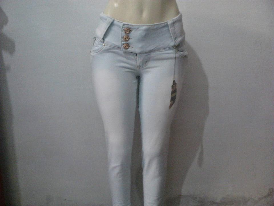 18a8e3214 Novo Modelos de Calças Femininas Jeans Girl´s, APOLLOGY... Lançamento tipo,  com traços, e de 3 botões. Vários tamanhos, 36 ao 44 dá cor azul clara!!!