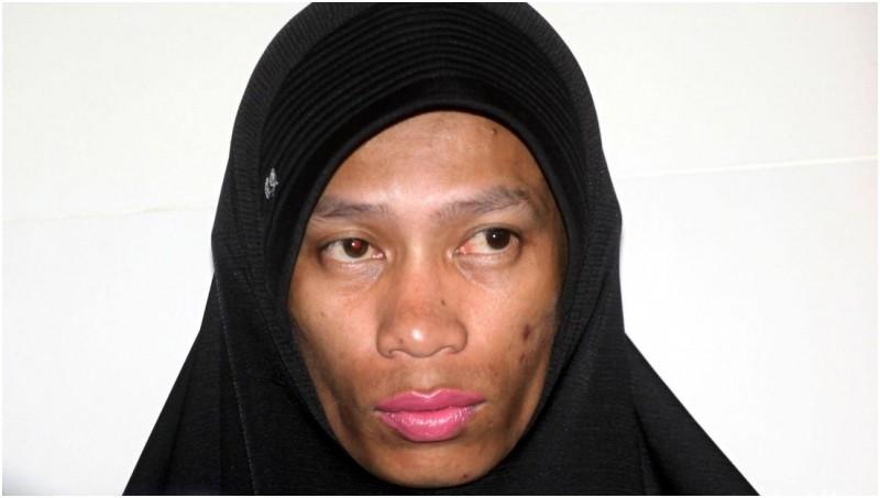 Anwar kembali ke Rutan Salemba dengan memakai jilbab dan lipstik