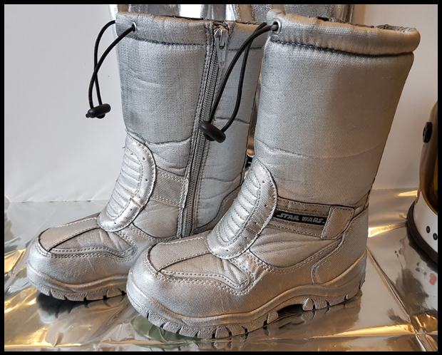 Giving these old snow boots a quick respray to turn them into space boots