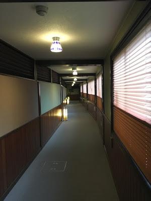 別館へ続く廊下