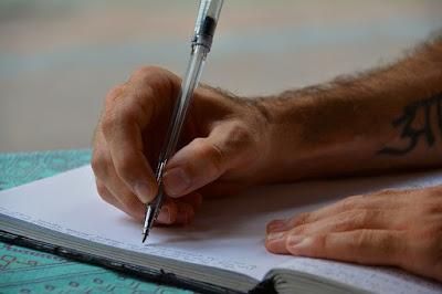 membuat jurnal trading forex; menyusun catatan harian trading; manfaat jurnal trading forex;