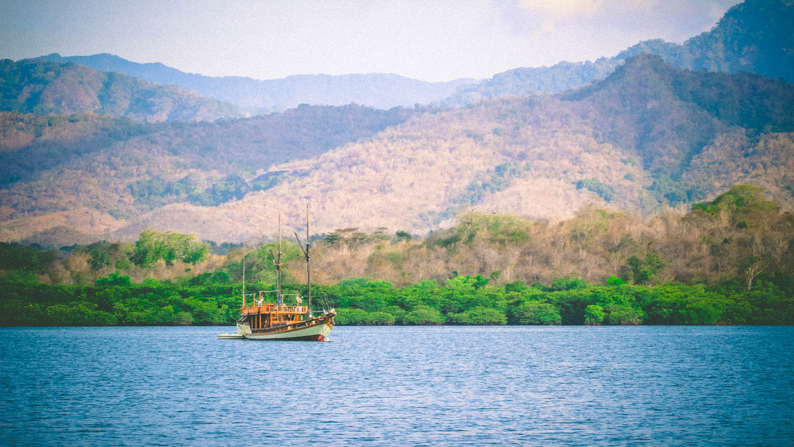 alone sailing boat desktop wallpaper travel photography