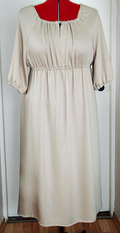 44a56bb306c Linasest riidest seda tüüpi kleiti ma teha ei tahtnud, kortsub koledalt ja  jääbki koledaks.