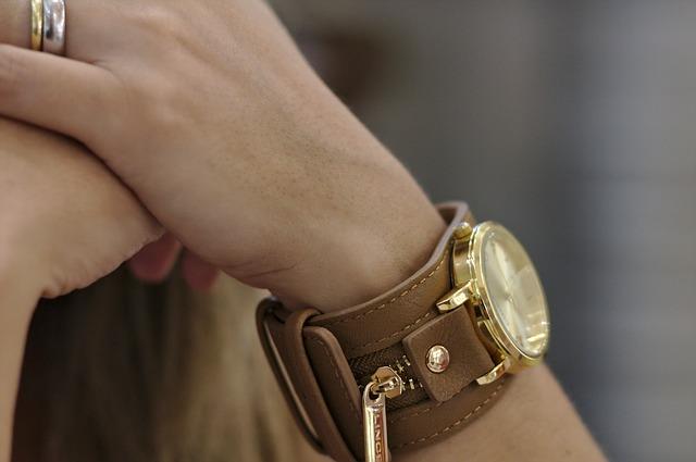 tips memilih jam tangan wanita yang cocok dan berkelas serta murah, bukusemu