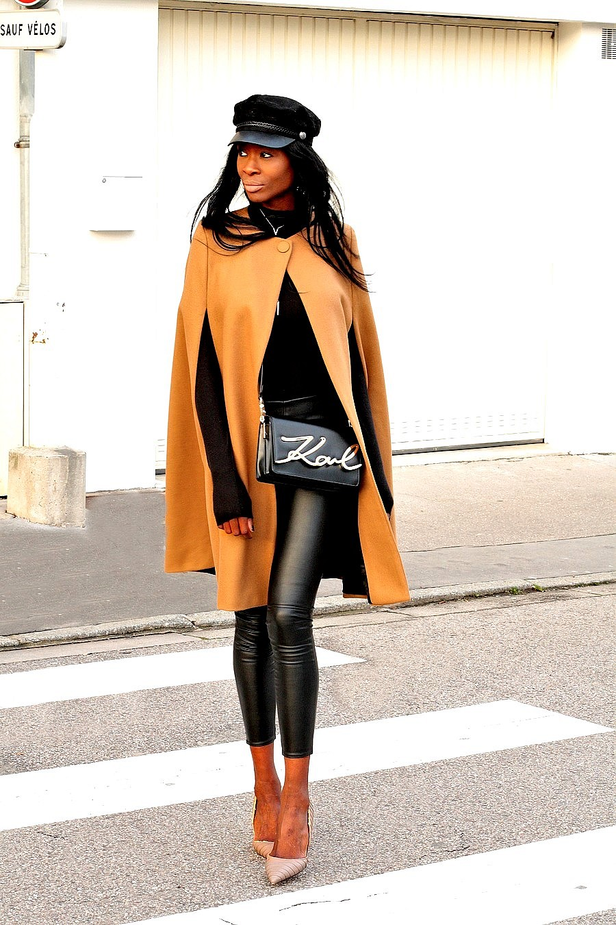 how-to-style-a-leather-pants-legging