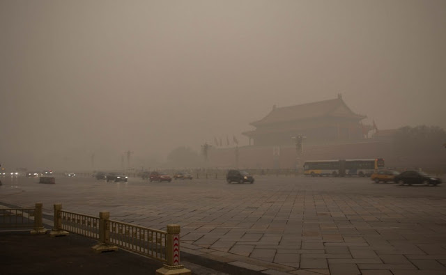 Image Attribute: Beijing Smog / Source: LWYand (Flickr CC)