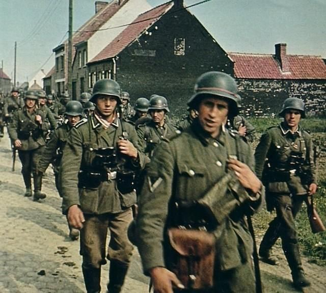 Color photos World War II worldwartwo.filminspector.com