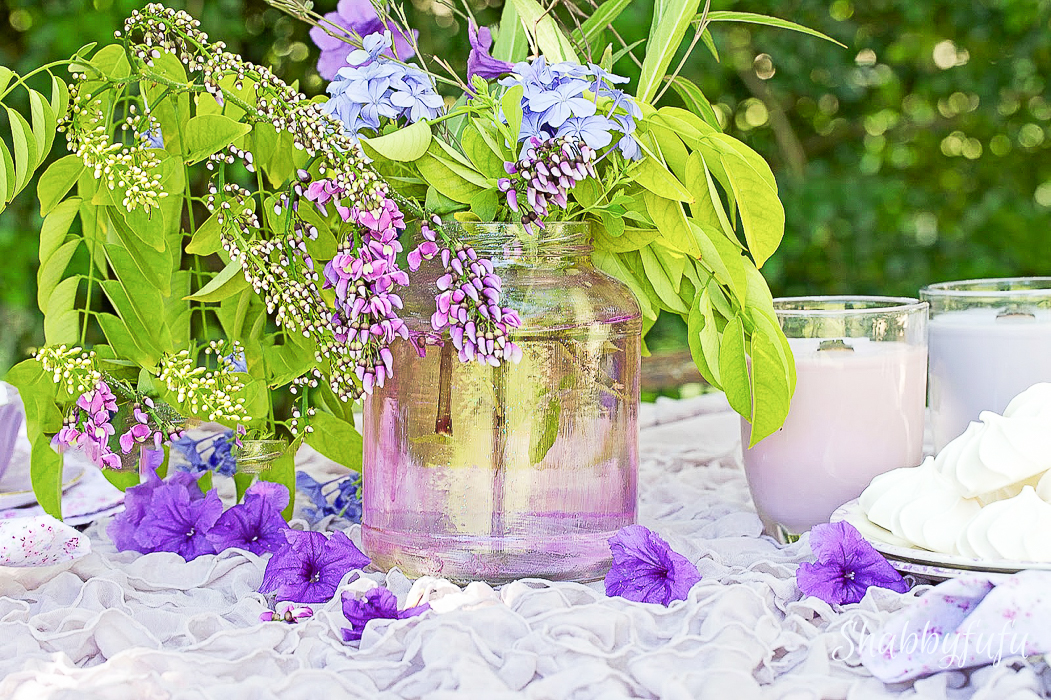 pretty table with wisteria