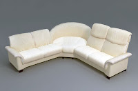 Köşesinde yuvarlak bir koltuk olan köşe kolduk takımı