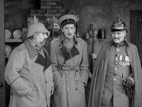 """Кадр из к/ф Чарли Чаплина """"На плечо"""" / Shoulder Arms (1918) - 22"""