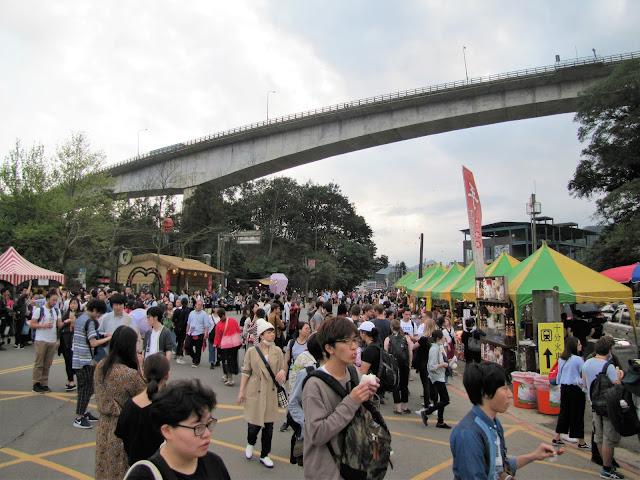 crowds people pingxi sky lantern festival taiwan