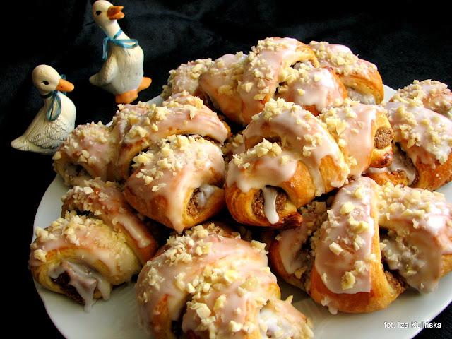 rogale polfrancuskie z bialym makiem, ciasto polfrancuskie, masa makowa, rogaliki poznanskie, rogale na swietego marcina, jak zrobic rogale